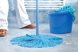 Nedves padlótisztítás